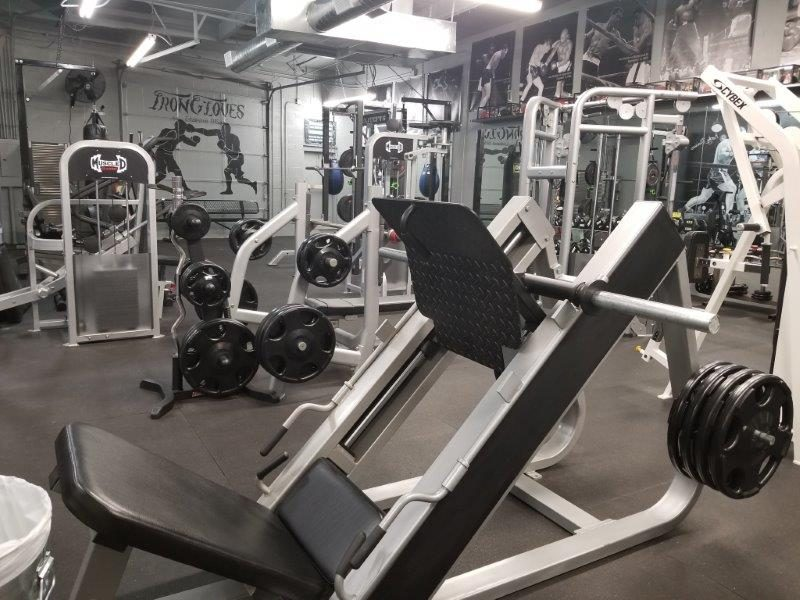 IronGloves Boxing Gym Muscle D Leg Press